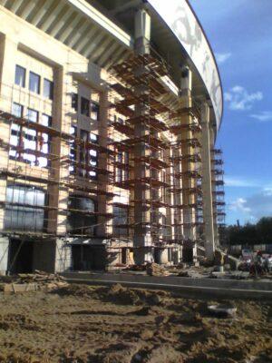 Фото монтаж хомутовых лесов стадион Лужники
